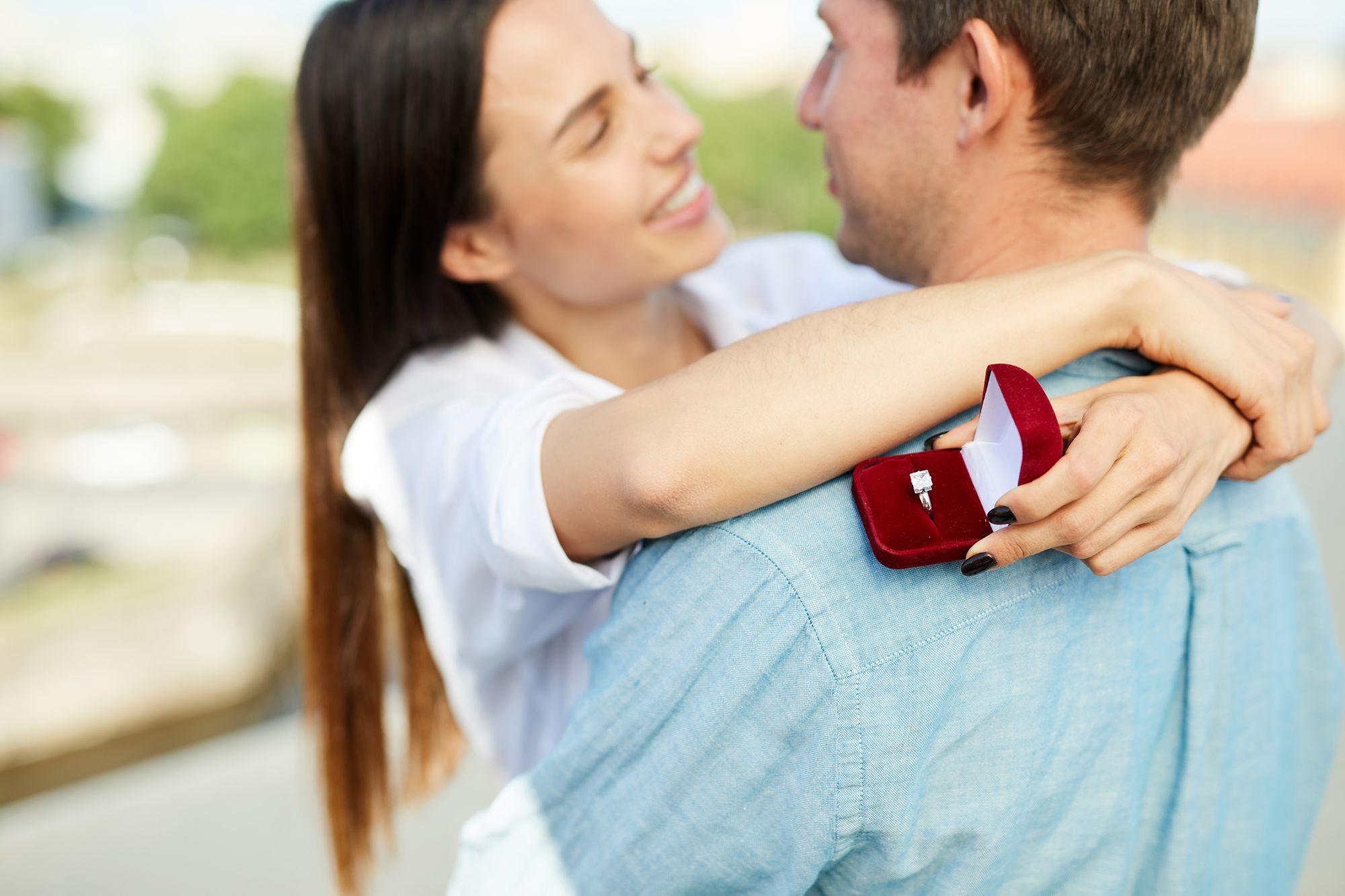 Heiratsantrag: So gelingt der perfekte Antrag | WeddyPlace